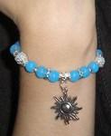 Браслет из нефрита на резинке голубой с подвеской Солнце